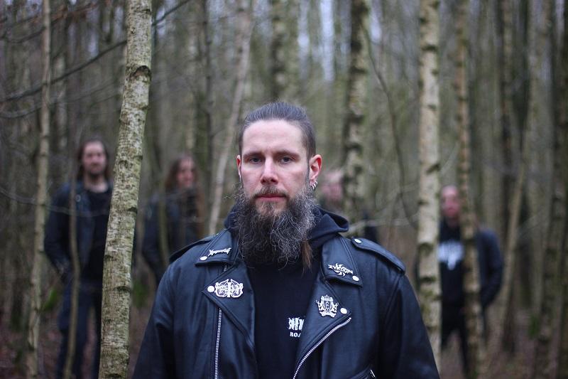 Wiedergænger, Metal-Band aus Hamburg. Rhythmusgitarrist Daniel im Wald
