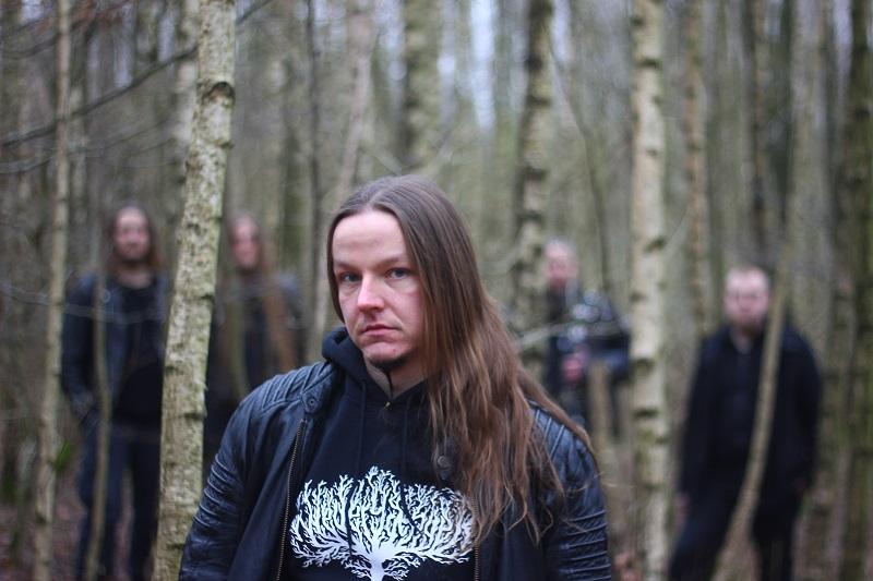 Wiedergænger, Metal-Band aus Hamburg. Sänger Justus im Wald