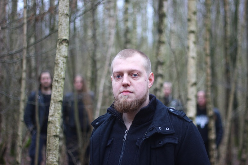 Wiedergænger, Metal-Band aus Hamburg. Bassist Ronny im Wald